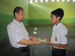 Serah terima Kartu Peserta dan Buku Panduan LDKS 2011
